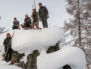 10.14B Skiers on Rock 3441